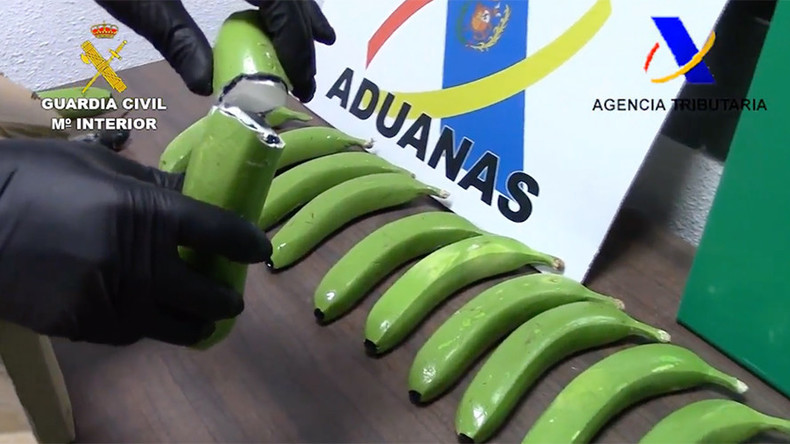 Banana bust: 17 kilos of cocaine found among fake fruit in Spain (VIDEO)