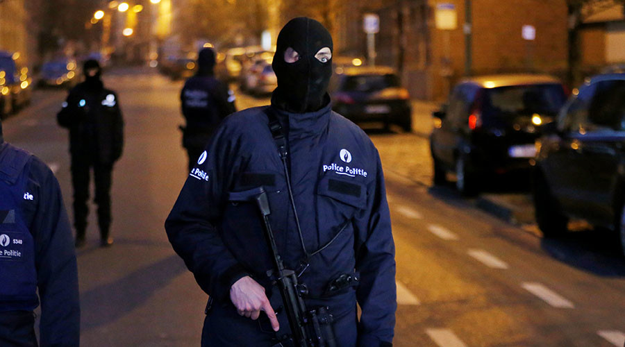Brussels bomb disposal team intercepts car with gas canisters, arrests suspect – reports