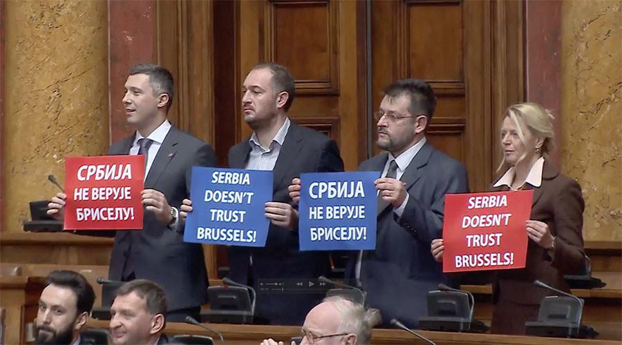 'We don't need EU!' Mogherini met with anti-EU chants in Serbian parliament (VIDEO)