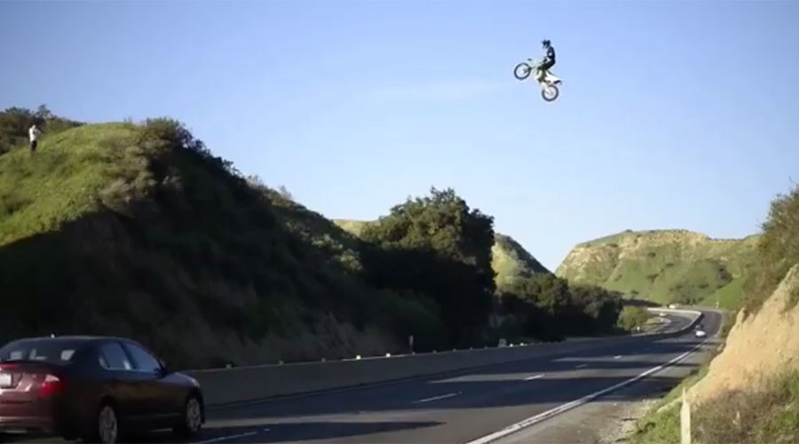Dangerous dirt bike stunt sparks investigation in California (VIDEO)