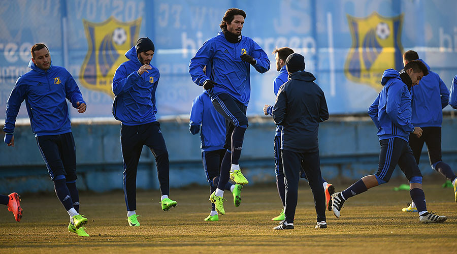 Grass not greener in Rostov? Man United coach unhappy with Russian team's home field
