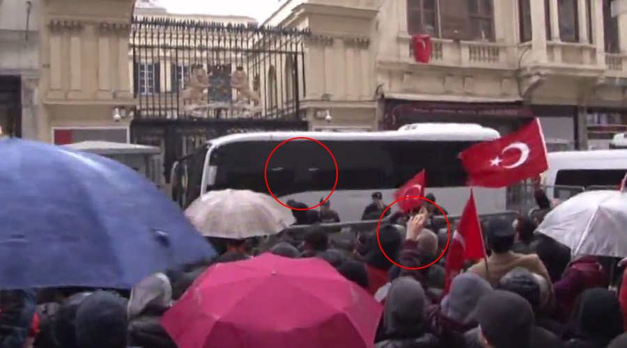 Angry Turks pelt Dutch consulate in Istanbul with eggs (VIDEO)