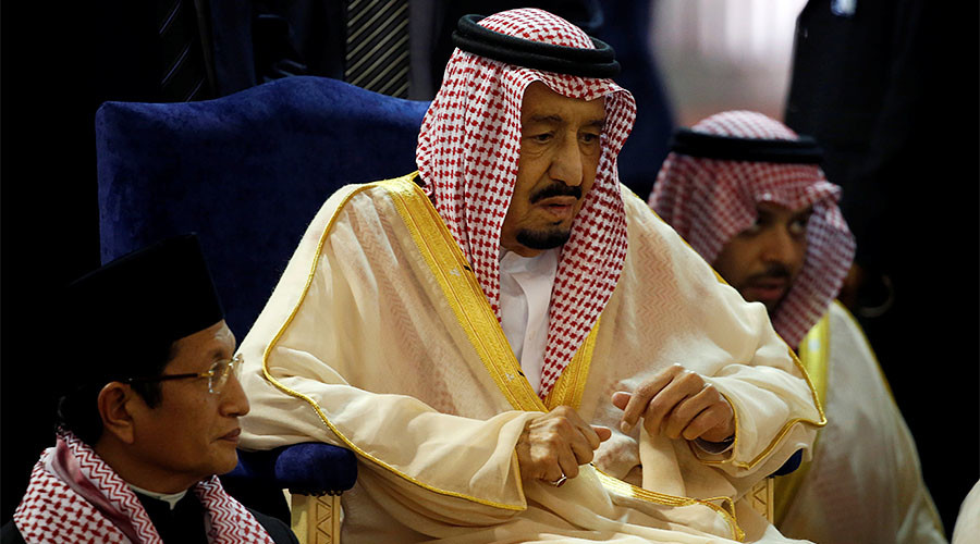 Saudi king lavishes golden sabre & Rolex watches on Indonesian officials (VIDEO)