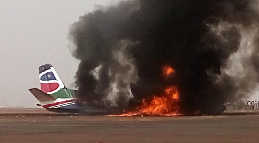 Plane smashes into fire truck at South Sudan airport (VIDEO, PHOTOS)