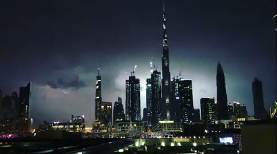 World's tallest building struck by lightning during major storm (VIDEOS)