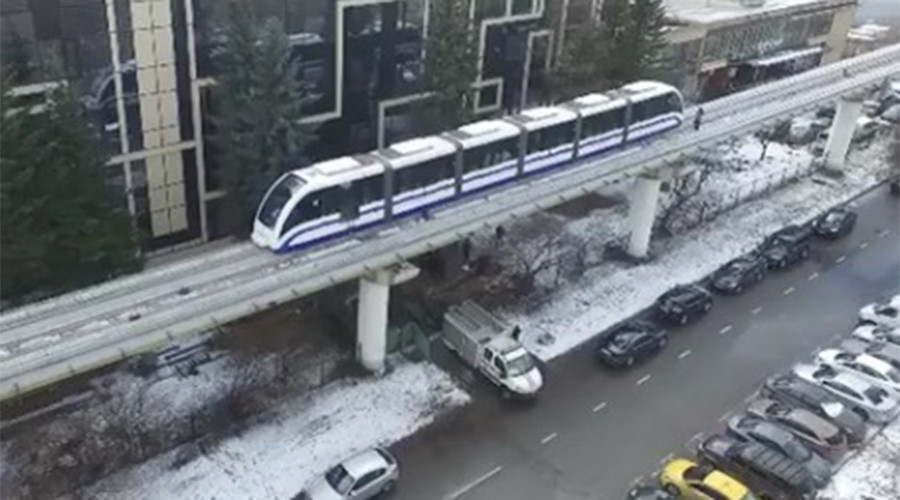 6-meter-high stroll: Passengers forced to walk after Moscow monorail breakdown (PHOTO, VIDEO)
