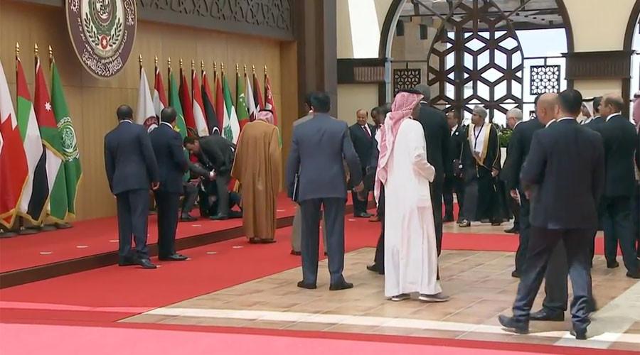Lebanese President faceplants at start of Arab summit (VIDEO)