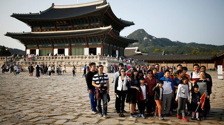 Chinese tourists pose for a group photo at the Gyeongbok Palace in central Seoul, South Korea. ©Kim Hong-Ji