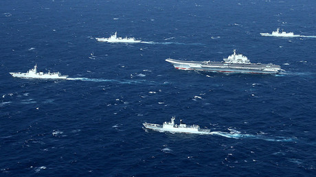 Chinese navy formation, including the aircraft carrier Liaoning (C). © AFP