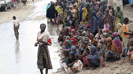 Internally displaced people wait to collect food aid, Somalia. File photo. © Ismail Taxta