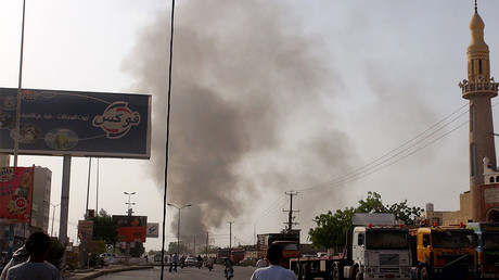 Smoke rises from Al Hudaydah city of Yemen after Saudi-led coalition air attack to Houthis' quarters in Yemen ©  Abdu Muhammed Yahya Haydar / Anadolu Agency / Getty Images