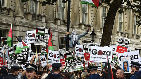 FILE PHOTO: Pro-Israel and pro-Palestine demonstrators protest outside Downing Street in London, Britain. © Toby Melville