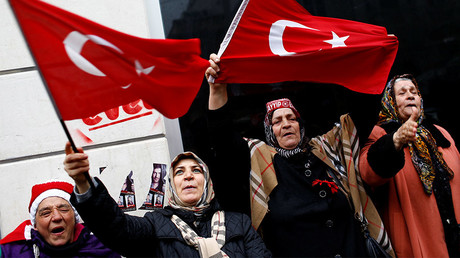 Demonstrators wave Turkish flags during a protest in front of the Dutch Consulate in Istanbul, Turkey, March 12, 2017. © Murad Sezer