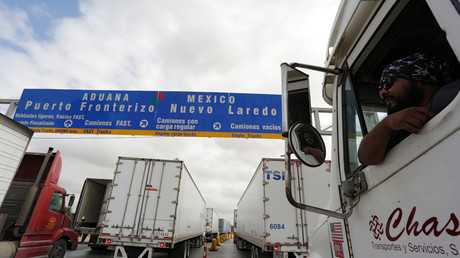 Border customs control to cross into US at the World Trade Bridge in Nuevo Laredo, Mexico © Daniel Becerril / Reuters