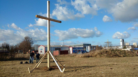 Activists in German town protest mosque construction with crosses (VIDEO, PHOTOS)