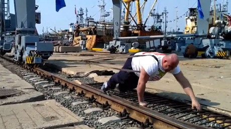 Under pressure: Man does plank with 200kg powerlifter and barbell on his back (VIDEO)