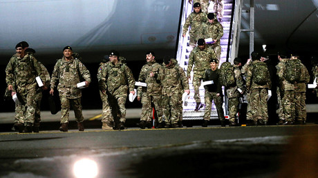 British soldiers arrive at Amari military air base in Estonia March 17, 2017 © Ints Kalnins