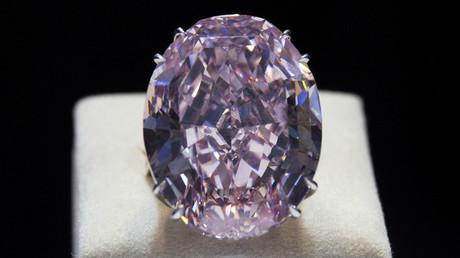 The Pink Star diamond © Siu Chiu / Reuters