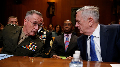 Chairman of the Joint Chiefs of Staff General Joseph Dunford, USMC (L) and Defense Secretary James Mattis (R). © Reuters