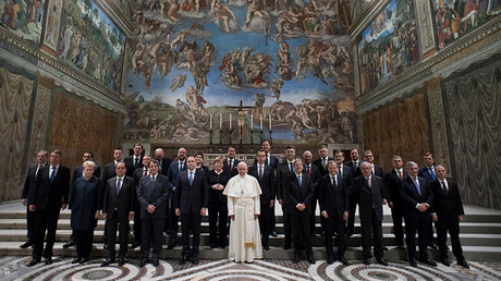 Pope Francis poses in the Sistine chapel during a meeting with EU leaders at the Vatican March 24, 2017 © Osservatore Romano/