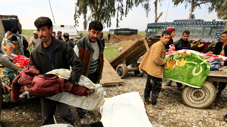 Relatives react near the bodies of civilians killed in air strike, Mosul, Iraq March 17, 2017. © Thaier Al-Sudani