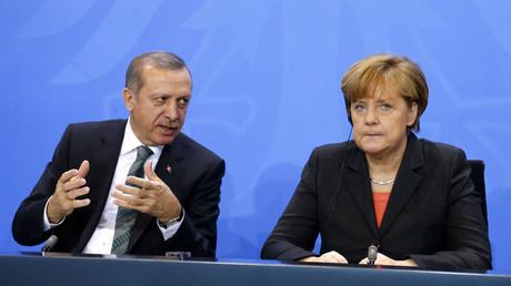 FILE PHOTO: German Chancellor Angela Merkel and Turkey's Prime Minister Tayyip Erdogan © Tobias Schwarz