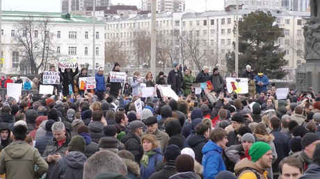 Hundreds join anti-corruption rally in Yekaterinburg on March 26, 2017. © Ruptly