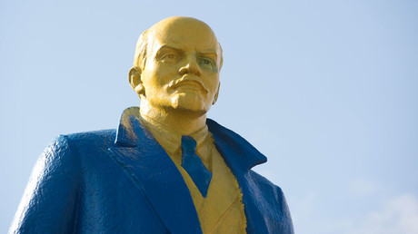 A statue of late Soviet leader Vladimir Lenin painted with the colours of the Ukrainian flag in the town of Velyka Novosilka, Western Ukraine © John Macdougall