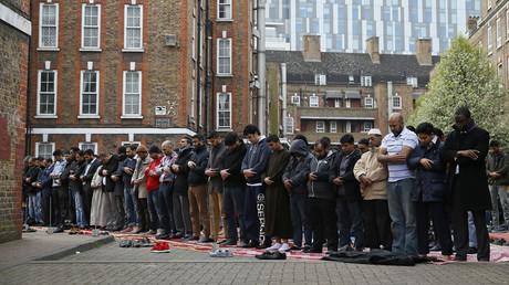 Muslims attend Friday prayers, east London © Stefan Wermuth