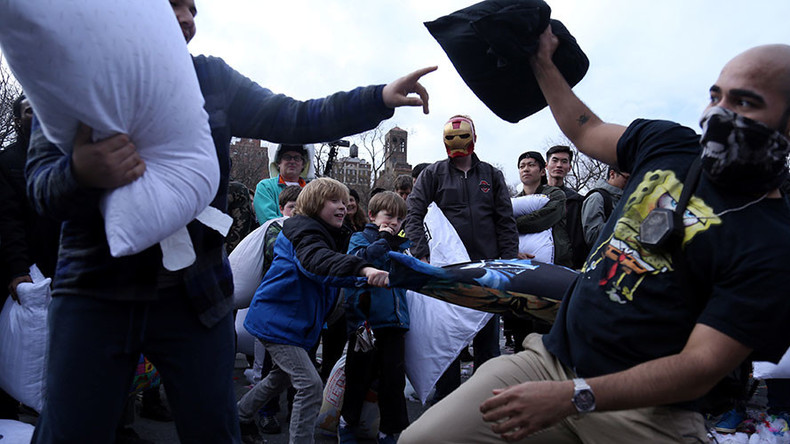 Soft power: Global pillow fight takes over NYC & other cities across the world (VIDEOS, PHOTOS)