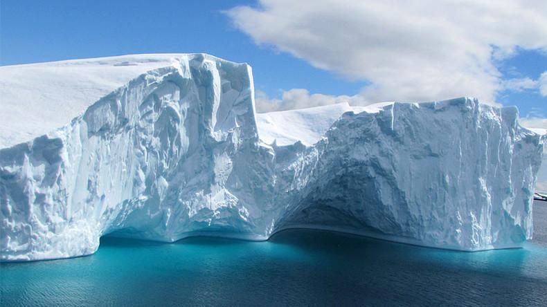Huge fleet of 400+ icebergs invades North Atlantic shipping lanes