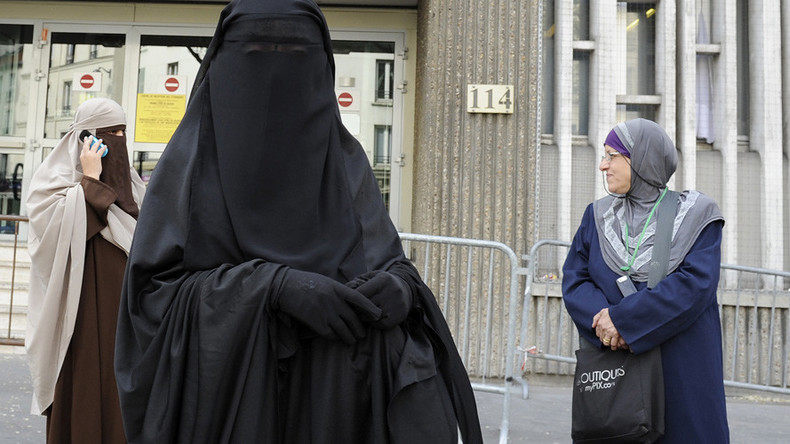 Juncker's party calls for EU-wide ban on Muslim veil
