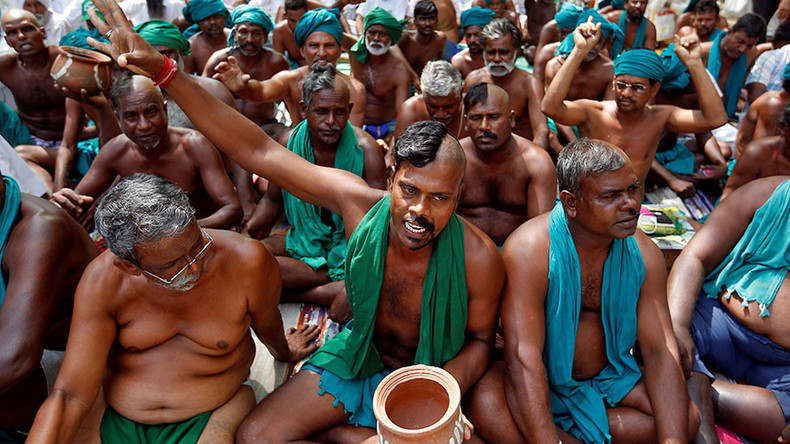 Indian farmers protest naked after being denied debt talks with PM (VIDEO)