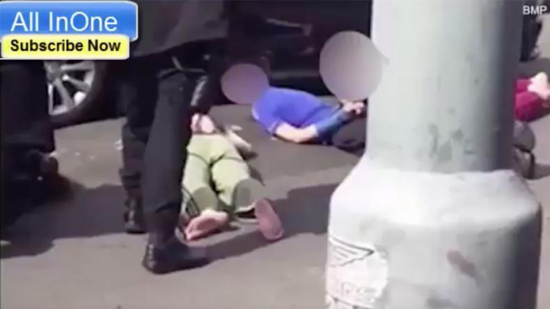 Police hold children at gunpoint in Muslim house raid (VIDEO)