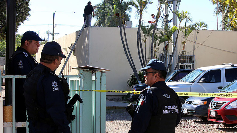 3 bodies thrown out of plane in suspected Mexican cartel turf war