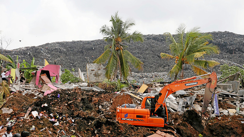 At least 16 killed in colossal Sri Lankan garbage dump landslide (PHOTOS)