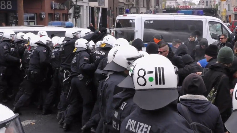 Riot police pepper spray Antifa demonstration in Cologne, brawls erupt (PHOTOS, VIDEO)