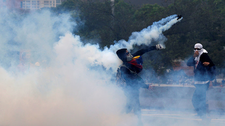 Violent scenes erupt on streets as Venezuelans stage massive anti-Maduro march (VIDEOS, PHOTOS)
