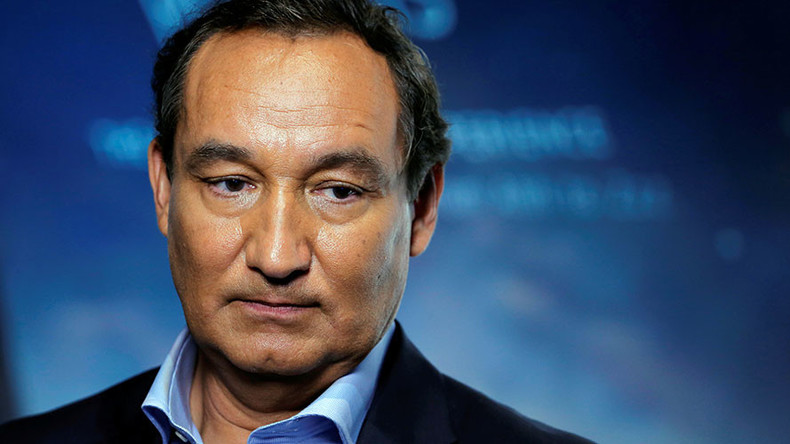 United Airlines CEO won't assume chairmanship next year after 'horrific' seating fiasco