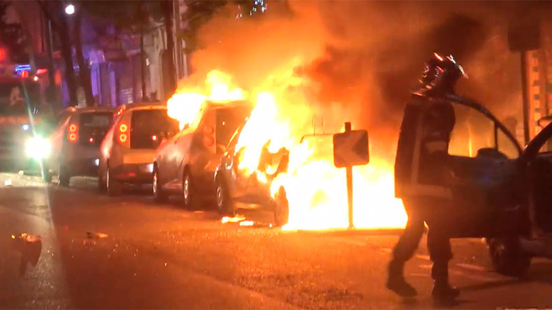 Burned-out cars & police brutality: VIDEOS capture violence in France amid presidential vote