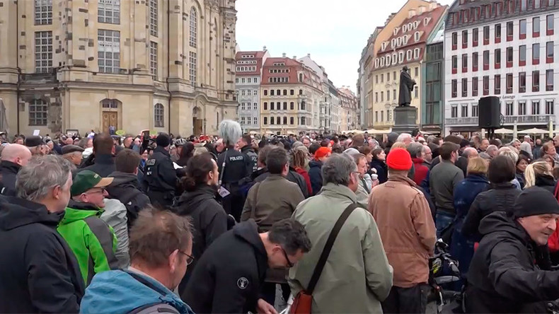 Pegida activists stage protest over 'diversity' monument in Dresden (VIDEO)