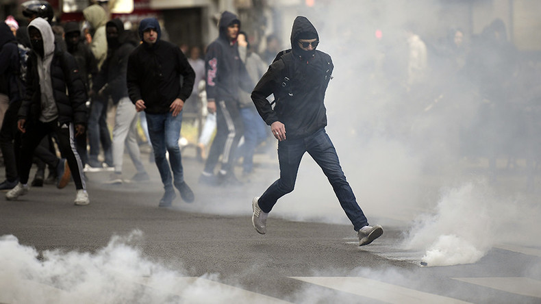 Violent 'Ni Macron, Ni Le Pen' demonstrations both candidates will use