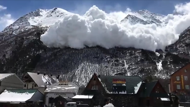 Incredible footage of avalanche filmed near Mount Elbrus, Russia (VIDEO)