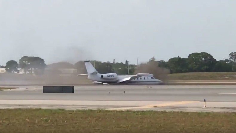 Brave pilot makes gutsy emergency landing in Florida after losing 1 wheel (VIDEOS)