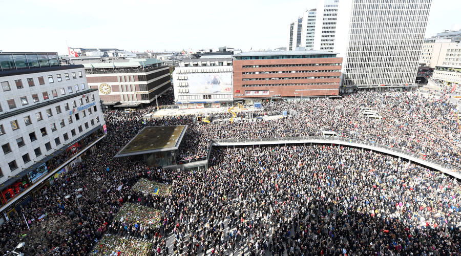 Thousands gather in Stockholm to commemorate victims of truck attack (PHOTOS, VIDEOS)