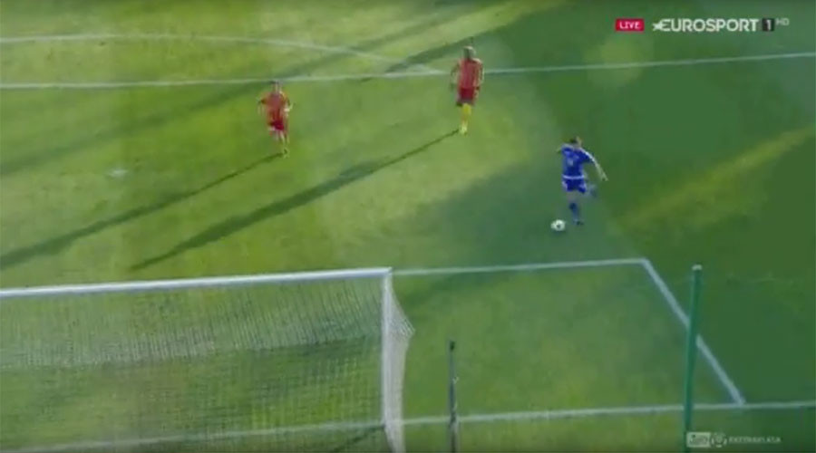 Open goal! Contender for miss of the season... again (VIDEO)