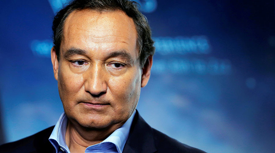 'Ashamed & embarrassed': United Airlines CEO Munoz won't quit over passenger furor (VIDEO)