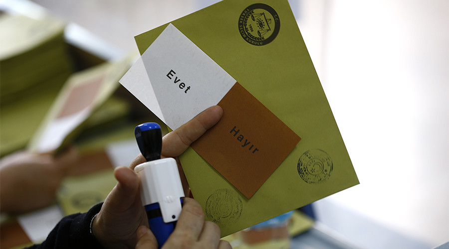 Turkish opposition calls for referendum result to be annulled over unstamped ballots