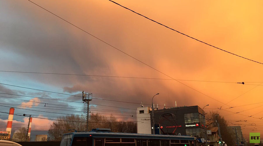 On fire! Stunning red and gold cloud formations over Moscow flood social media (PHOTOS)