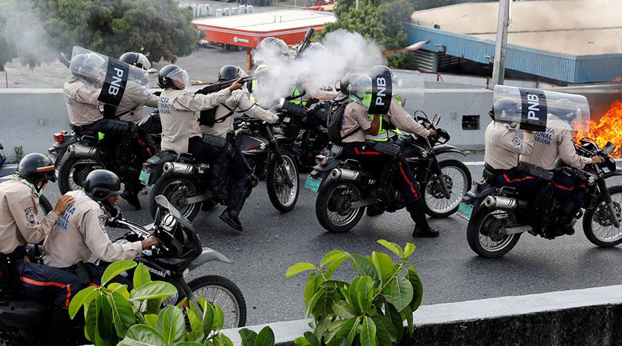Tear gas & pellets used in clashes at Venezuelan anti-govt protest, injuries reported (GRAPHIC)